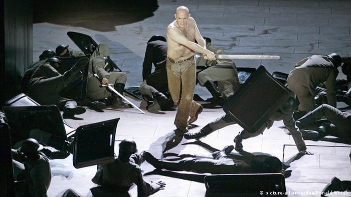 Сцена из спектакля Женщины Зигфрида 2006 года