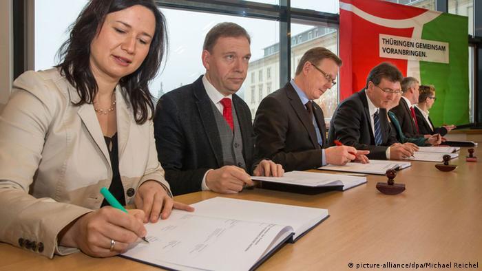 Koalitionsvertrag in Thüringen unterzeichnet (picture-alliance/dpa/Michael Reichel)