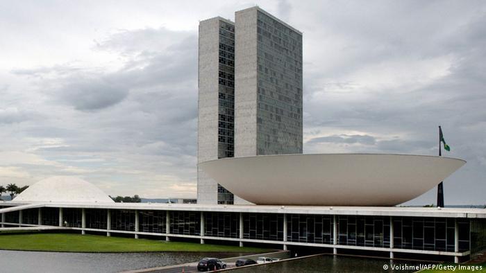 """""""Política brasileira funciona há muito tempo no improviso"""", diz brasilianista"""
