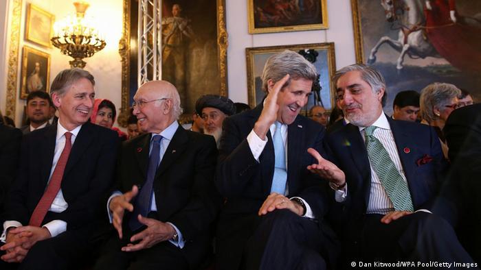 US-Außenminister John Kerry und Regierungschef Abdullah Abdullah bei der Afghanistan-Konferenz in London (Foto: Getty)