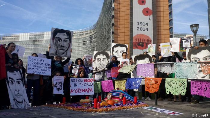 Demonstration anlässlich der Ermordung der 43 Studenten in Mexiko in Brüssel