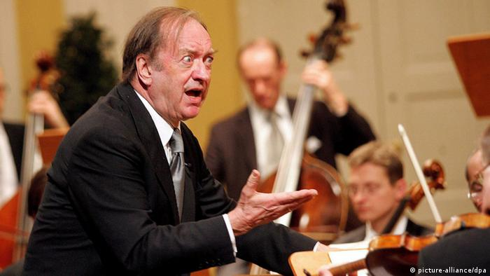 Nikolaus Harnoncourt conducts dpa - Bildfunk+++