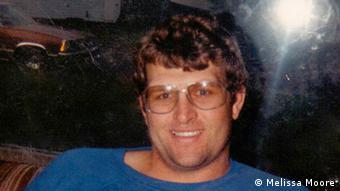 <b>Keith Hunter</b> Jesperson was born in Canada in 1955. - 0,,18111724_404,00