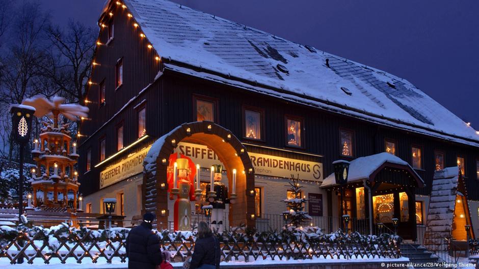 weihnachtliche traditionen im erzgebirge video thema podcast ohne ut dw. Black Bedroom Furniture Sets. Home Design Ideas
