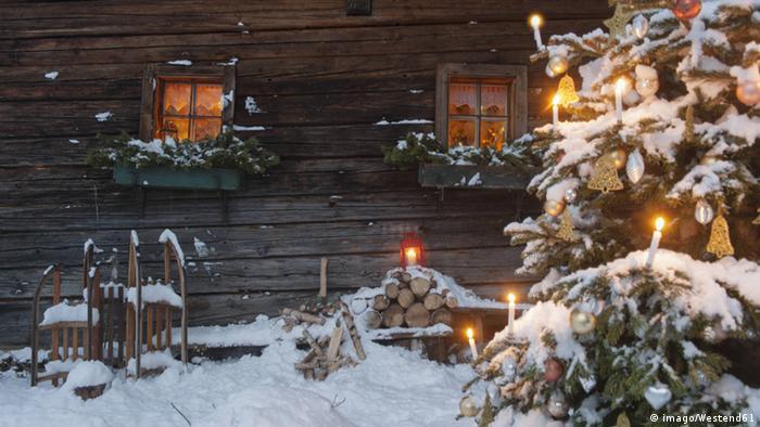 Wann Wurde Der Geschmückte Weihnachtsbaum Populär.Weihnachten Märchen über Eine Weihnachtstanne Alltagsdeutsch