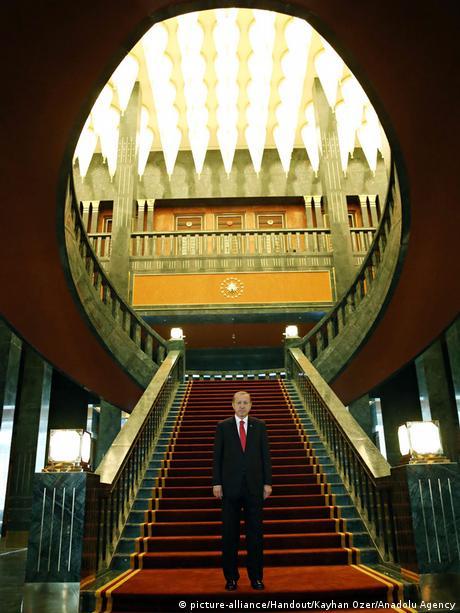 Türkei Ankara Erdogan in neuem Präsidentenpalast 29.10.2014