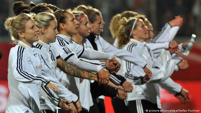 German women's national soccer team, 2014 (picture-alliance/dpa/Stefan Puchner)