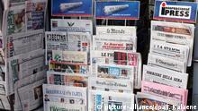 Berlin: Internationale Zeitungen an einen Zeitungsstand am Potsdamer Platz, aufgenommen am 30.03.2004 in Berlin