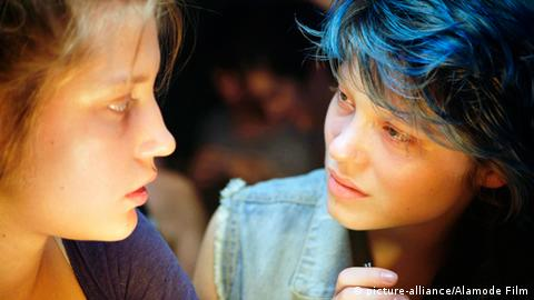 Film still from Blue is the Warmest Color with Lea Seydoux and Adele Exarchopoulos (Photo: picture-alliance/Alamode Film)
