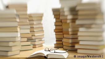 Symbolic stack of books, Copyright: imago/Westend61