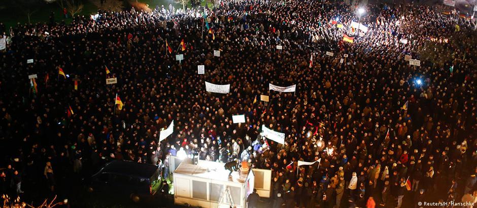 Manifestação convocada pelo grupo Pegida em Dresden, no leste da Alemanha