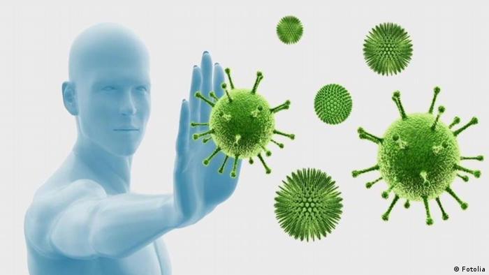 Фигура человека, отражающего вирусы