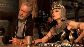 Ridley Scott and Sigourney Weaver during the shooting of Exodus: Gods and Kings