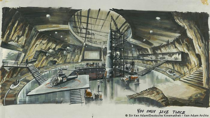 Entwurf für den James-Bond-Film Man lebt nur zweimal: In einem großen Hangar gibt es einen Hubschrauberlandeplatz, viele Ebenen und Treppen.