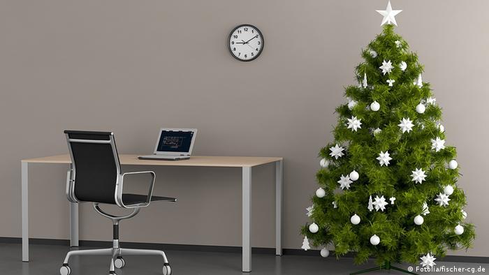 Рождественская ель в офисе