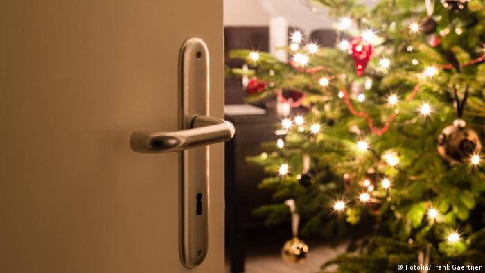 woher kommt ihr weihnachtsbaum wirtschaft dw de. Black Bedroom Furniture Sets. Home Design Ideas