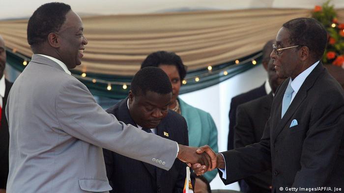 Simbabwe Mugabe und Mnangagwa ARCHIV 2009a (Getty Images/APF/A. Joe)