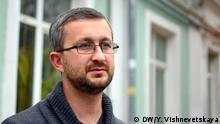 Nariman Dzhelyalov, stellvertretender Vorsitzender des Mejlisder Krimtatare. Es wurde von DW Korrespondentin Yuliya Vishnevetskaya (Copyright: DW) gemacht. Alle Rechte sind geklärt.