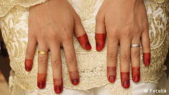 Mit Henna bemalte Hand Bodypainting