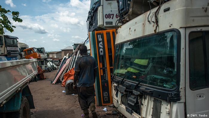 Lorries parked in Suame Magazine, Ghana (Picture: Yepoka Yeebo, DW)