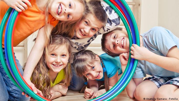 Kinder beim Spielen Symbolbild