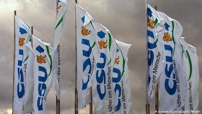 Deutschland Parteien CSU Parteitag in Nürnberg CSU-Fahnen