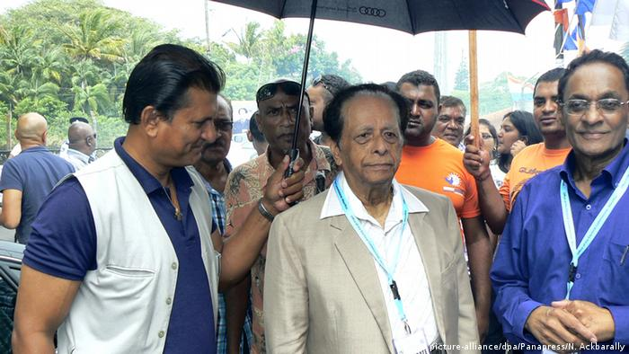 Lleader of the Alliance Lepep Sir Anerood Jugnauth goes to the polls to elect a new government for the next five years on December 10, 2014 in Port-Louis, Mauritius. (Photo Nasseem Ackbarally /Panapress)