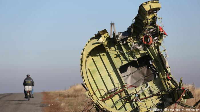 Обломки сбитого малайзийского Боинга в Донбассе