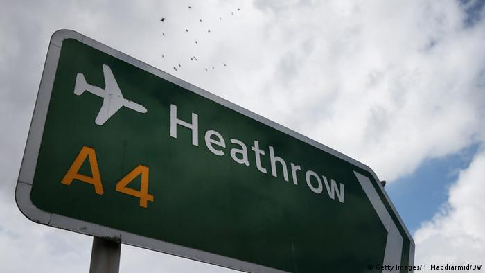 Street sign pointing in the direction of Heathrow Airport