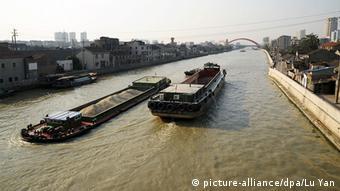 Boote auf dem Kaiserkanal in der ostchinesischen Provinz Jiangsu (Foto: picture-alliance/dpa/Lu Yan