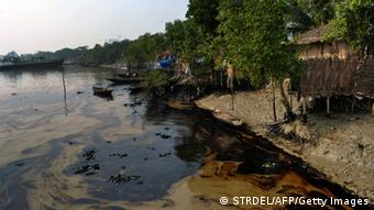 An oil spill from a Bangladeshi oil-tanker is seen on the Shela River in Mongla on December 12, 2014 (Photo: STRDEL/AFP/Getty Images)
