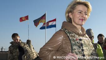 Урсула фон дер Ляйен в гостях у немецких солдат в Афганистане