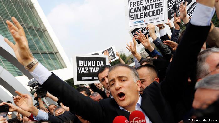 Турецька поліція заарештувала серед інших і головного редактора газети Zaman Екрема Думанлі