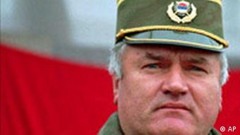 Photo of uniformed Ratko Mladic in 1995
