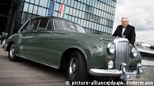 Deutschland Kunstberater Helge Achenbach mit Bentley S1