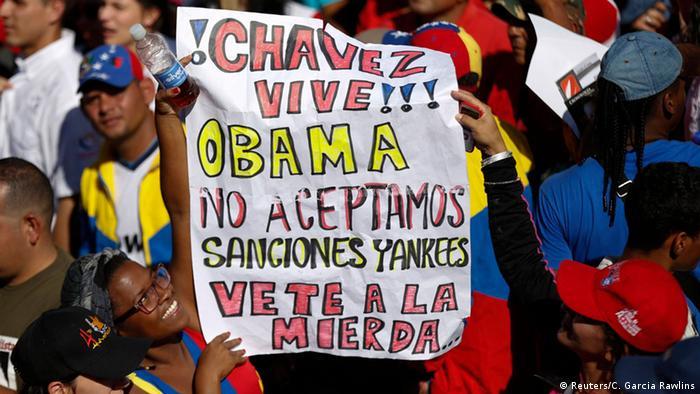 Vistiendo el rojo simbólico del oficialismo, los simpatizantes del gobierno se manifestaron en Caracas.
