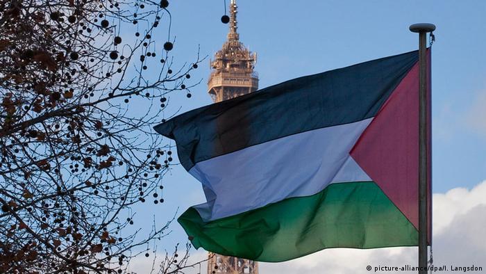 Palästinensische Flagge am UNESCO-Hauptquartier