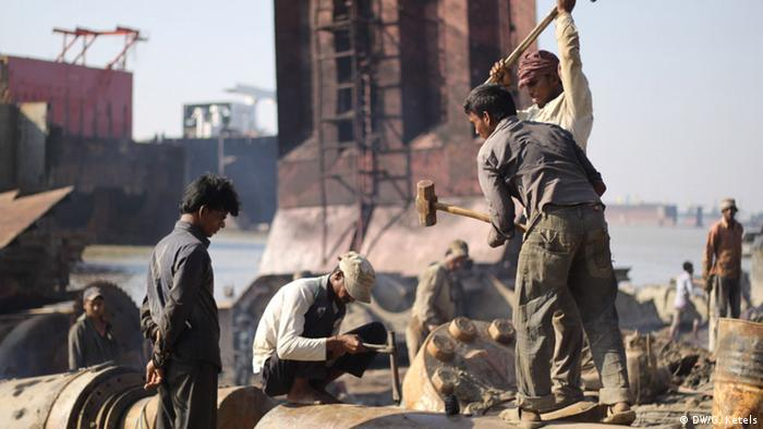 Shipbreaking in Chittagong, Bangladesh (Photo: DW/G. Ketels)