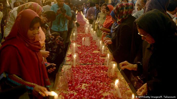 Pakistan Trauer nach Taliban-Überfall auf Schule in Peshawar 16.12.2014