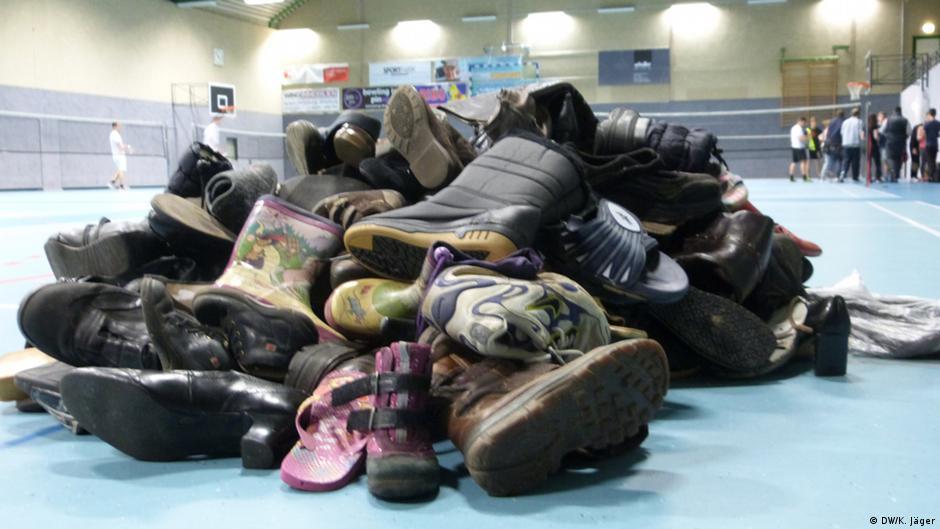 44f61b8d3 أهم طرق التخلص من رائحة الأحذية الكريهة   عالم المنوعات   DW   18.08.2015