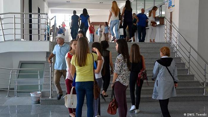 Staatliche Universität Tetovo Mazedonien (DW/S. Toevski)