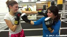 Life Links reporter Yalda Zarbakhch boxing with Jacqueline (Photo: DW)