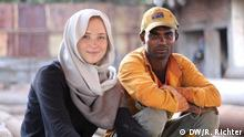Life Links reporter Gönna Ketels and Alamgir (Photo: DW)