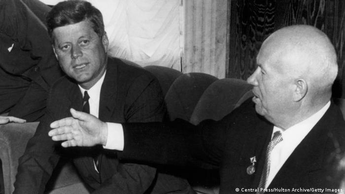 US President John F. Kennedy and Soviet leader Nikita Khrushchev in 1961 (Central Press/Hulton Archive/Getty Images)