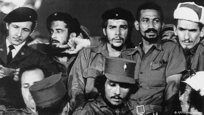 Ernesto Che Guevara Fidel Raul Castro um 1959 (AFP/Getty Images)