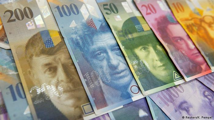 Из России в Швейцарию были выведены сотни миллионов долларов. На фото: швейцарские банкноты