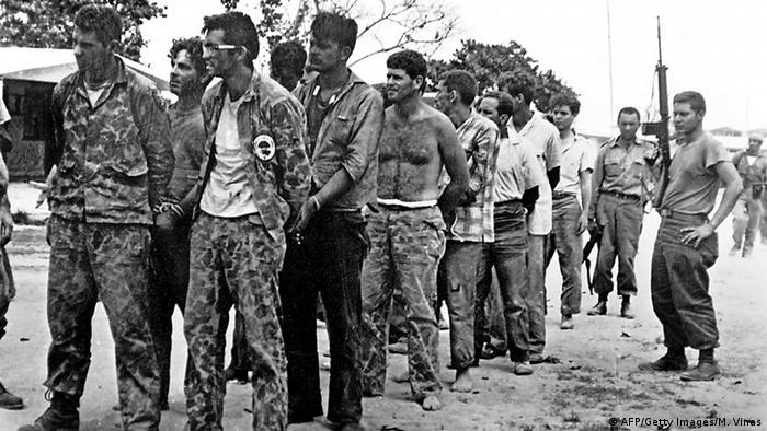 Contrarrevolucionários cubanos presos após fiasco da Baía dos Porcos
