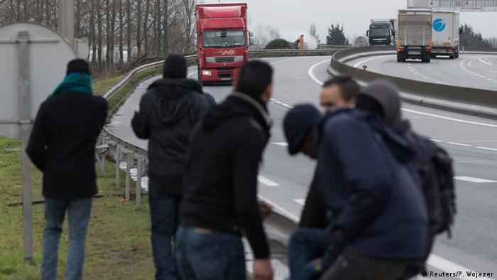 Internationaler Tag der Migranten illegale Einwanderer in Calais 17.12.2014 Foto: Reuters