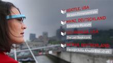 Gutenberg im Cyberstorm: Moderatorin Kate Müser schaut durch Google Glasses auf eine Grafik diverser Ortsnamen (Foto: DW)