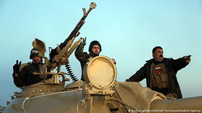 """Ofensiva curda iraquiana rompe cerco do """"Estado Islâmico"""" no norte do Iraque"""